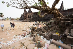 The Wat Phou tempels as we will remember them, covered in garbage on national hangover-day.
