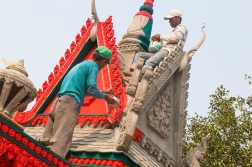 The pagodas are well kept and painted in bright colors. This means that they now and then need to be freshened up!