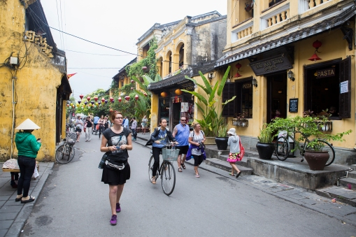 We stopped in Danang to visit the delightful little town of Hoi An. Quiet streets, good shops (a miracle of a place if you want new clothes made) and beautiful little yellow houses.