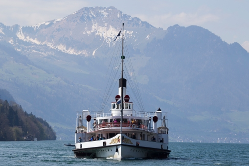 One of the most beautiful daytrips you can take anywhere is with a Swiss paddle steamer on a sunny day. We spent 5 hours on the Gallia, and here we meet the Uri. There are five of these ships on Lake Luzern, built between 1901 and 1927.