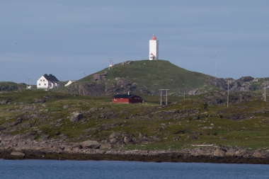Ingøy holds two human made records. One is the fact that Fruholmen fyr is the northernmost lighthouse in the world!