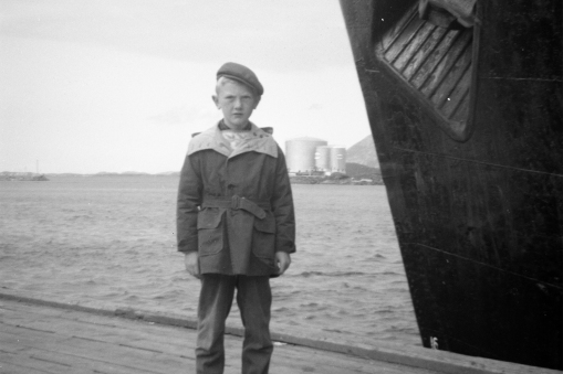 DHH posing with «Erling Jarl» in Trondheim harbor in 1960.