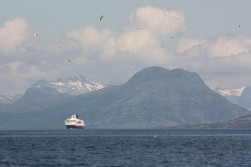«Polarlys» approaching Sandnessjøen, 2016.