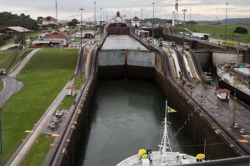 Costa Luminosa entering the Gatun locks.