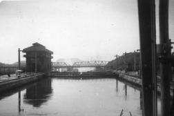 The Pedro Miguel lock in 1946, when DHH's father passed the canal for the fist time.
