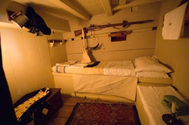This is the cabin of the first officer, captain Cooks second in command. His name was John Gore, and he had roughly 2,5 square meters of privacy.
