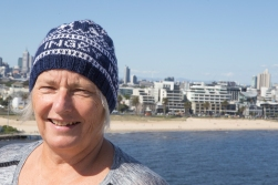 ES with her cap, bought in Ingøy, 71 North, in July. In the background the city of Melbourne on latitude 37 South. This means we have covered 108 degrees, 60 per cent of the distance from pole to pole, in four months.
