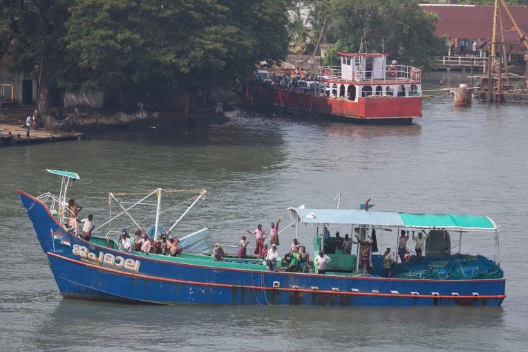 Waving goodbye to Kerala - and Kerala waving goodbye to us!