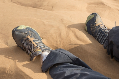 Sitting down in on a slope, the sand ran like water into our shoes. DHH made it up a 40-metre hillside, sliding 90 cm down for every metre he climbed up. The climb took him a full 5 minutes.