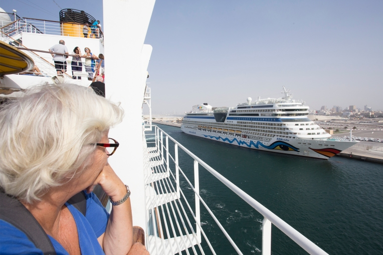 Gudbai to Dubai and our neighbour, the Aida-Stella!