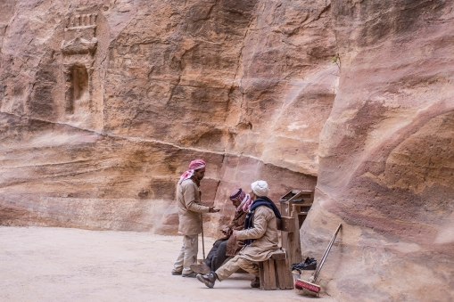 The cleaning brigade. The Siq is kept very clean and tidy. ES actually caught a local Arab woman dumping a plastic bottle 10 metres from a wastebasket. She was told in very firm words to pick it up and deposit it the right way!