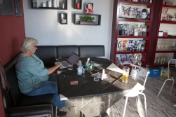 The webmistress putting up some blog posts in a café in Civitavecchia.