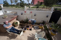 Our landlord in Alicante has some garden work to do. DHH has some relaxing to do.