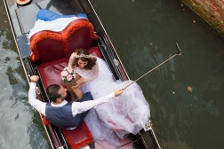An hour in a gondola is not cheep. When this couple had paid for the trip there was no money left for the wedding photographer.