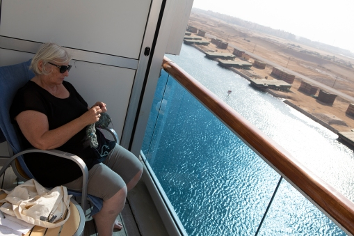 The scenery of the Suez Canal is no excuse for not knitting!