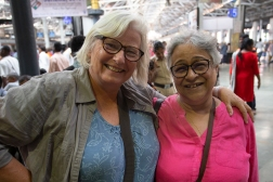 Meeting up with an old friend! ES used to work with Nandini at the Swissaid aid agency in the 1990ties.