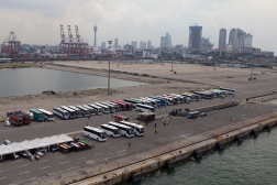 An army of buses are waiting to take the passengers from the Costa Fortuna on their excursions in Sri Lanka. The city of Colombo towers in the background. The port is new and modern, and built with Chinese loans that the Sri Lana government was unable to pay back. The Chinese strategy however was never to help the Sri Lanka government make the port financially sustainable, but to maneuver themselves into a situation where they could take it over themselves. As a result, in 2015, China was given control over the port and 15,000 acres of land for a period of 99 years.