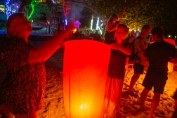 The flying lanterns are a spectacular sight, and unlike fireworks they do not scare the living daylights out of cats and dogs and wildlife. A couple of hours into the New Year we also got the first January rain, so they did not set fire to the forest either!