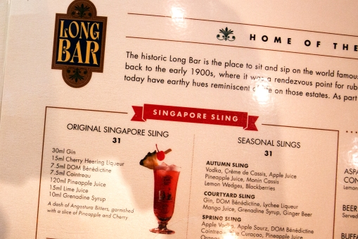 The most famous monument is the Raffles Hotel, where we find The Long Bar. They clame to have invented The Singapore Sling.