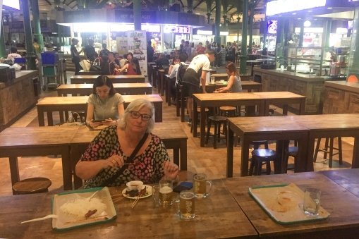 The street food marked Lau Pa Sat gave us the best meal we had in Singapore! The Indian food was excellent, and the price of the beer was down to Oslo Aker Brygge level!