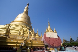 The Shwemawdaw Pagoda in Bago, an hours drive from Yangon, is even higher than the Shwedagon. Here one of Buddha's teath is supposed to be kept.