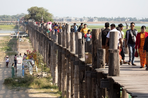 The U Bein Bridge crosses a lake close to Mandalay. It is a 1200-meter construction made of pure teak!