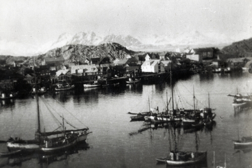 Skrova harbor ca 1935. From DHH's grandfathers photo album. The house where we stayed can be seen right behind the big white sea house right of centre on this photo.